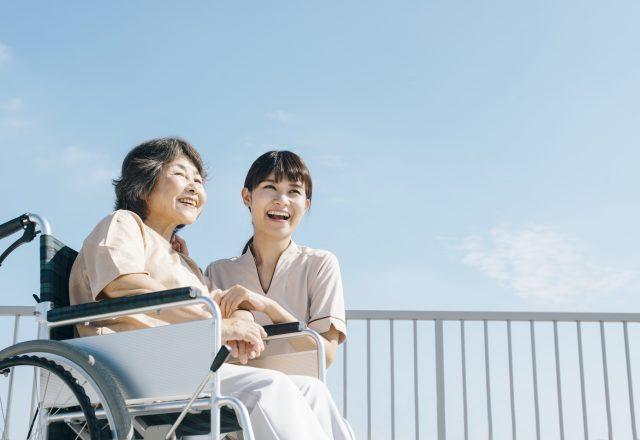 住宅型有料老人ホームでの介護スタッフ【有給取得促進しています!】