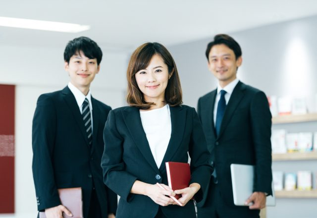 【30歳までの方限定】MR/保険代理店への営業*定着率93.5%