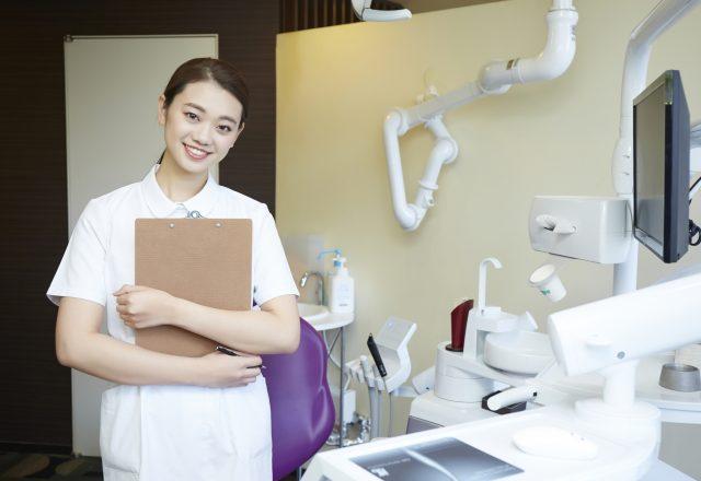 【年間休日125日】レセプト請求などスキルが身につく!4人体制の受付・歯科助手